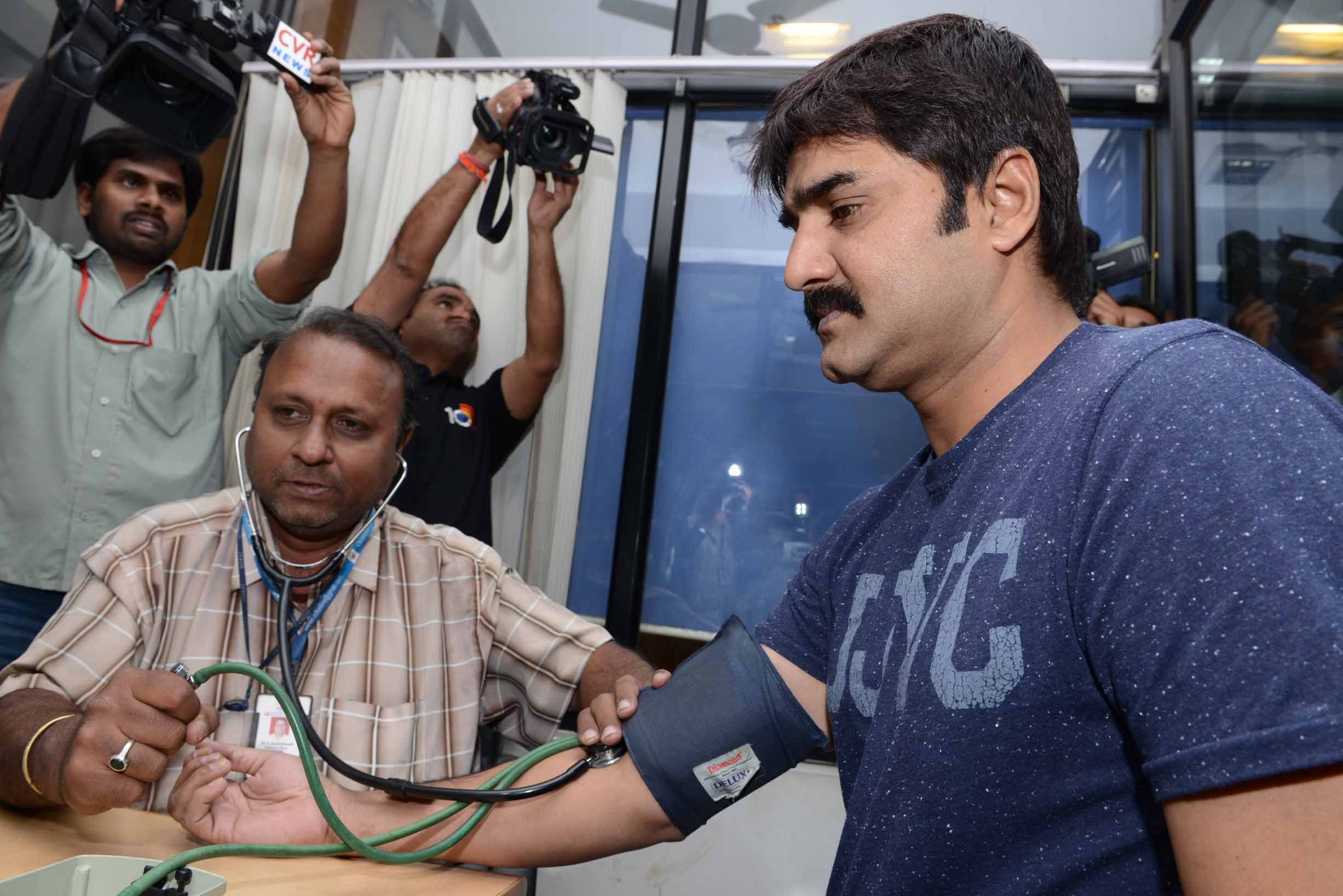 Tollywood CCC  Teem Blood Donate at ChirangeeviBloodBank (13)