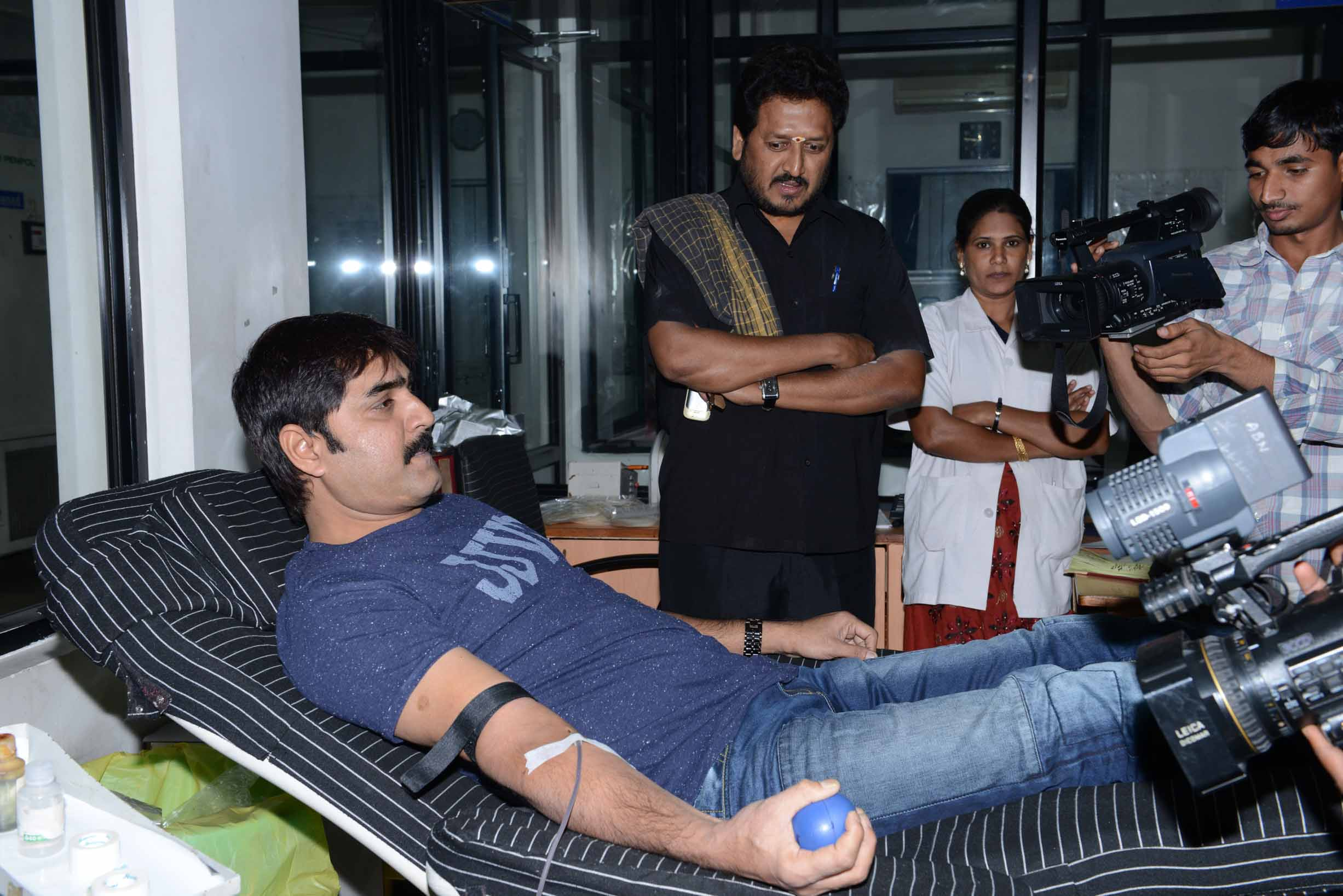 Tollywood CCC  Teem Blood Donate at ChirangeeviBloodBank (24)